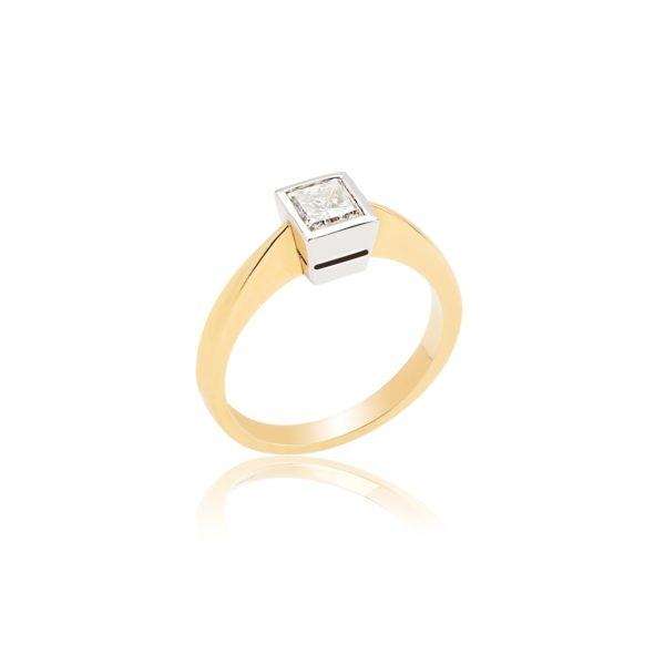 18ct Gold Princess Cut (0.50ct) Diamond Ring.