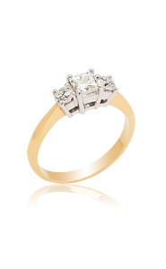 18ct Yellow gold princess cut diamond 3 stone ring