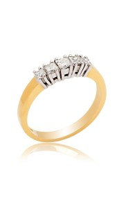 18ct Yellow gold princess cut diamond 5 stone ring