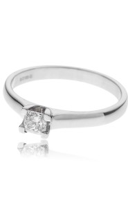 18ct White gold princess cut diamond solitaire ring.