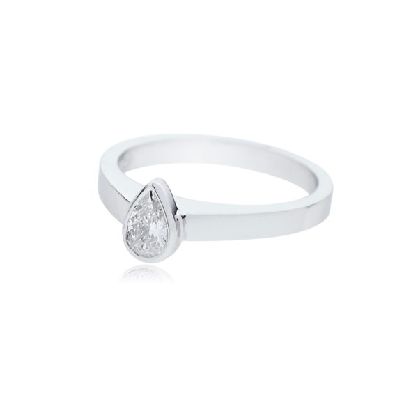 18ct White gold pear cut diamond solitaire ring