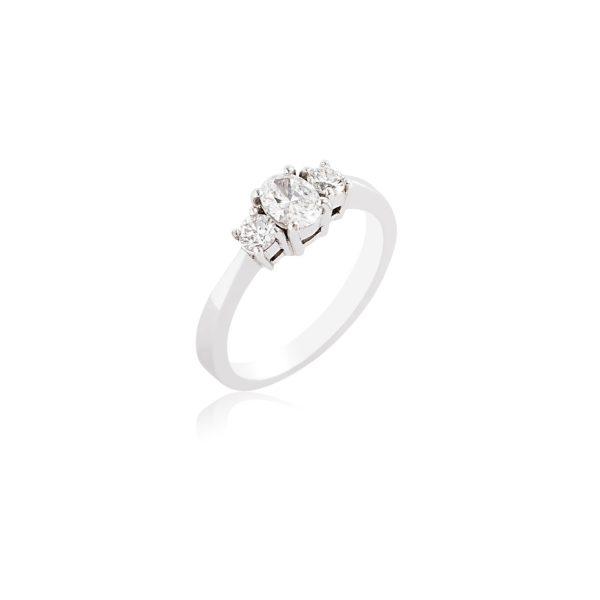 18ct White gold oval cut & brilliant cut diamond 3 stone ring