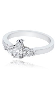Platinum Pear Cut Diamond with Pear Cut Diamond Shoulders