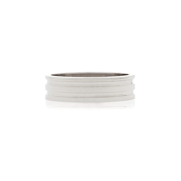 18ct White gold gents wedding band with ridged design.