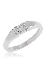 18ct White gold side ways set emerald cut diamond solitaire ring.