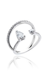18ct White gold pear and brilliant cut diamond ring.