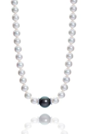 Large Akoya and Tahiti pearl and diamond necklet.