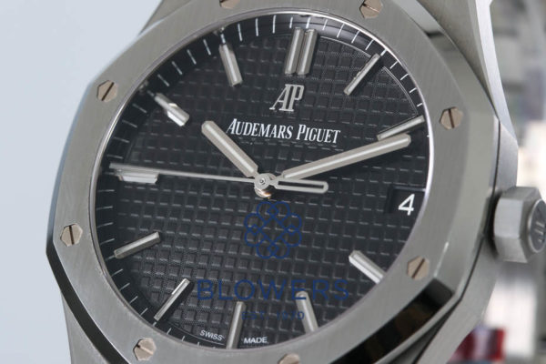 Audemars Piguet Royal Oak 15400ST.OO.1220ST.01.
